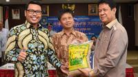 Anggota Komisi VII DPR RI Mukhtar Tompo mengatakan tumpahan minyak di lautan yang sudah terjadi sepanjang tahun perlu disikapi dengan pemberian sanksi tegas bagi pencemar lingkungan.