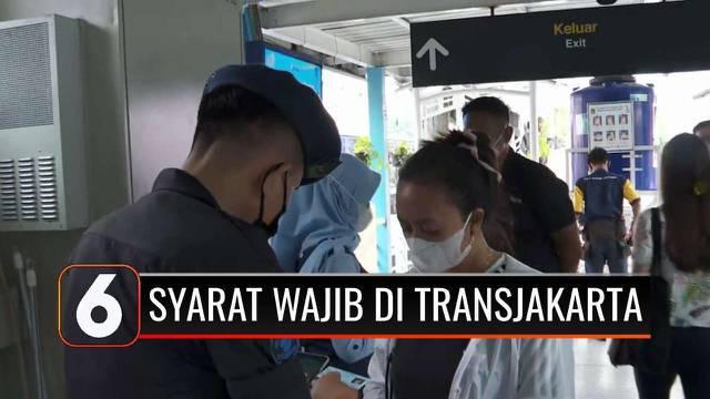 Bagi pengguna transportasi umum, kini diwajibkan menunjukkan sertifikat vaksinasi Covid-19 melalui aplikasi Peduli Lindungi.