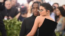 Mengetahui hal itu, Kylie Jenner sendiri langsung menepis kabar tersebut lewat sebuah komentar di Instagram yang kini sudah dihapusnya. (Jason Kempin  GETTY IMAGES NORTH AMERICA  AFP)