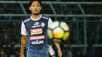 Hamka Hamzah saat jadi target man melawan Persija (5/8/2018). (Bola.com/Iwan Setiawan)