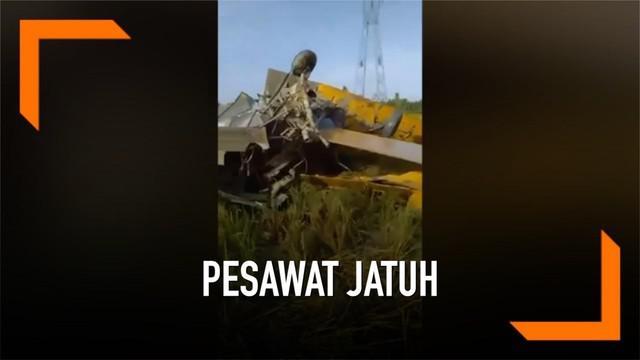 Sebuah pesawat penyiram air Filipina terjatuh di sebuah ladang. Seorang pilot muda tewas dalam kejadian. Pesawat jatuh karena menabrak kabel yang menyala.