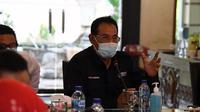 Staf Ahli Menteri Bidang Ekonomi Kemenkes RI H. M Subuh menegaskan akan menerjunkan tim untuk bantu penyebaran COVID-19 saat berdiskusi bersama Bupati Lamongan H. Fadeli di Pendopo Loka Tantra kabupaten Lamongan, Jawa Timur, Kamis (1/10/2020. (Kementerian Kesehatan RI)