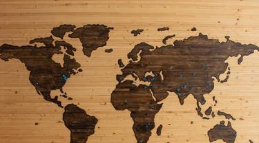 Ilustrasi peta dunia atau globalisasi. Foto: Unsplash/ Brett Zeck