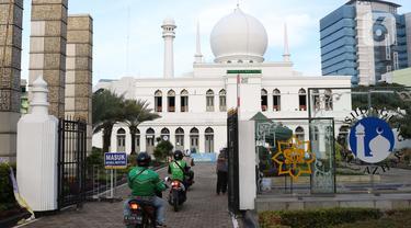 Pembagian Takjil Drive Thru ala Masjid Al Azhar Jakarta