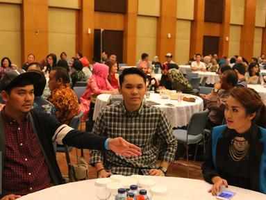 Sejumlah artis mengikuti sosialisasi Tax Amnesty di Jakarta, Selasa (23/8). Direktorat Jenderal (Ditjen) Pajak menggelar sosialisasi Tax Amnesty untuk kalangan artis dan manager artis Indonesia. (Liputan6.com/Angga Yuniar)