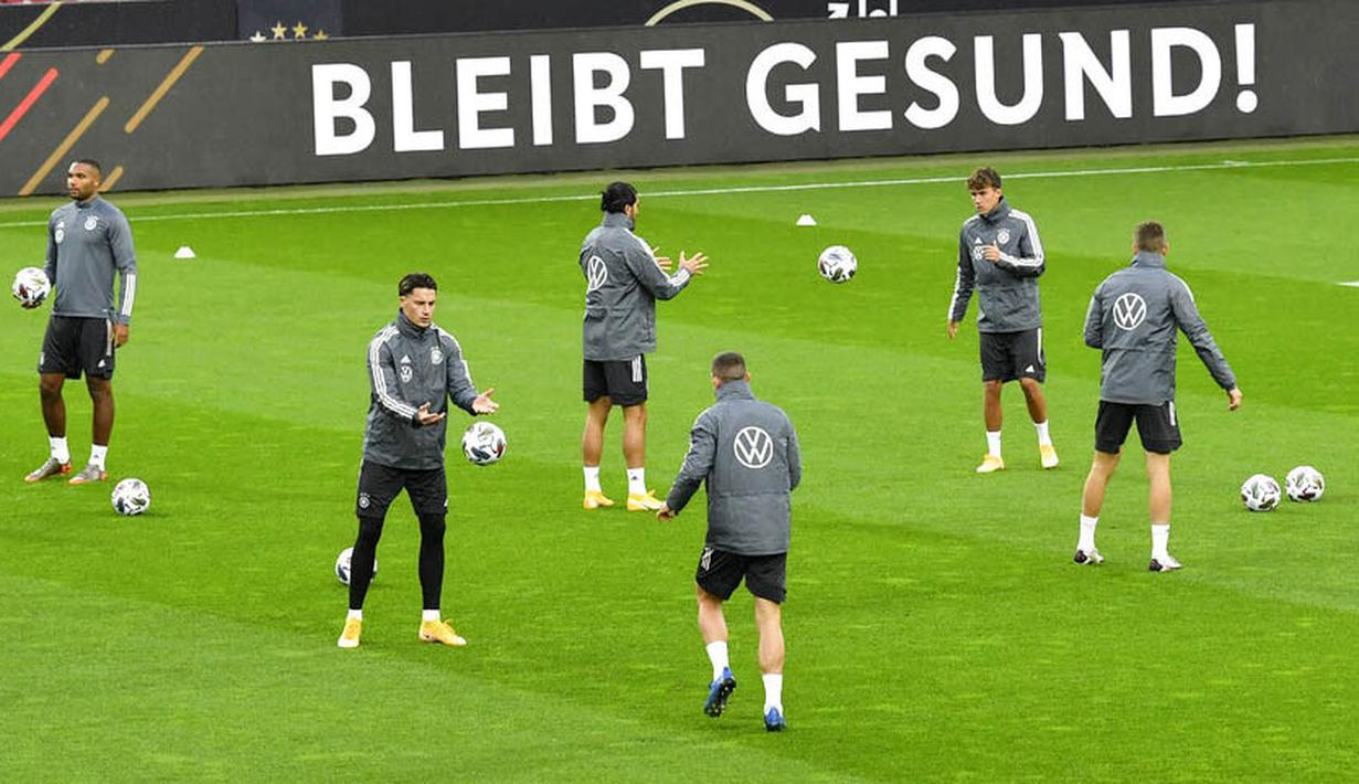Para pemain Jerman saat sesi latihan jelang laga persahabatan di Koln, Rabu (7/10/2020). Jerman akan berhadapan dengan Turki. (AP Photo/Martin Meissner)