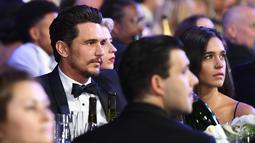 James Franco dan kekasihnya, Isabel Pakzad menghadiri Screen Actors Guild Awards di Los Angeles, Minggu (21/1). Pekan lalu Franco melewatkan Critic's Choice Awards, padahal dirinya memenangi penghargaan sebagai Aktor Komedi Terbaik. (Christopher Polk/AFP)