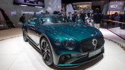 Bentley Motors menampilkan Continental GT Number 9 Edition by Mulliner dalam Geneva International Motor Show di Jenewa, Swiss, Selasa (5/3). Geneva International Motor Show berlangsung pada 7-17 Maret 2019. (Martial Trezzini/Keystone via AP)