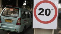 Kendaraan melintas di Jalan Jatibaru Raya, Tanah Abang, Jakarta, Selasa (16/10). Uji coba pembukaan Jalan Jatibaru Raya ini akan berlangsung hingga 30 Oktober 2018 dan terbatas mulai pukul 04.00 hingga 19.00 WIB. (Merdeka.com/Iqbal S. Nugroho)