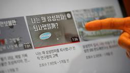 """Pria Korsel, Yoon Chang-hyun menunjukkan video untuk channel YouTube-nya yang berjudul """"Why I quit Samsung Electronics"""" di Seongnam, 12 Februari 2019. Pada 2015, Yoon memutuskan berhenti dari pekerjaannya bergaji Rp 820 per tahun dan memulai channel YouTube-nya sebagai vlogger. (REUTERS/Kim Hong-Ji)"""