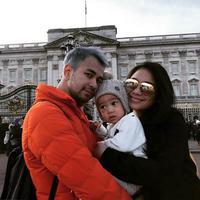 Menyambut tahun baru banyak dipilih untuk berlibur bersama keluarga. Termasuk Nagita Slavina bersama anak dan suaminya yang memilih London untuk menghabiskan liburan akhir tahunnya. (Instagram/raffinagita1717)