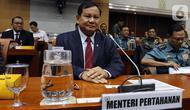 Menteri Pertahanan Prabowo Subianto mengikuti rapat kerja dengan Komisi I DPR di Kompleks Parlemen, Senayan, Jakarta, Senin (11/11/2019). Rapat perdana Komisi I bersama Menhan Prabowo ini membahas rencana kerja dan anggaran Kementerian Pertahanan Tahun 2020. (Liputan6.com/Johan Tallo)