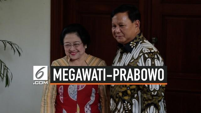Prabowo Subianto datang ke kediaman Megawati Soekarnoputri di Teuku Umar. Usai bertemu, Prabowo mengundang Megawati jalan-jalan ke kediaman Prabowo di Hambalang.