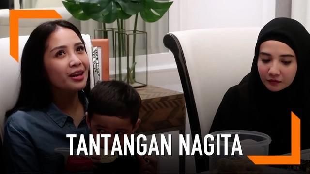 Nagita Slavina mendapat tantangan dari The Sungkars Family membaca salah satu surah di Alquran.