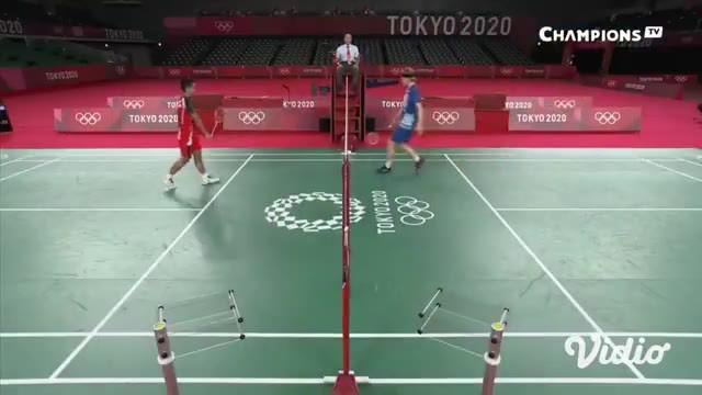 Tunggal putra badminton Indonesia Anthony Sinisuka Ginting melenggang ke babak semi-final setelah tumbangkan wakil Denmark unggulan ketiga, Anders Antonsen, Sabtu (31/7).