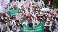 Ratusan dokter yang tergabung dalam Ikatan Dokter Indonesia (IDI) melakukan aksi unjuk rasa di Ibu Kota hari ini, Senin (24/10). Demo itu untuk menuntut pemerintah agar membatalkan Program Dokter Layanan Primer (DLP). (Liputan6.com/Faizal Fanani)