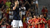 Reaksi gelandang Kroasia, Ivan Rakitic, saat timnya kebobolan dari Spanyol pada Liga A Grup 4 UEFA Nations League, di Elche, Selasa (11/9/2018). (AFP/Jose Jordan)