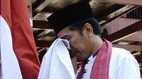 Jokowi cium Merah Putih di Rumah si Pitung (Antara/Tempo-Imam Sukamto)