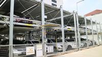 Parkir susun di kawasan perkantoran Wisma Indomobil.(Herdi/Liputan6.com)