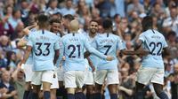 Para pemain Manchester City merayakan gol Kyle Walker saat menghadapi Newcastle United, di Etihad Stadium, Minggu (2/9/2018) dini hari WIB.  (AP Photo/Jon Super)