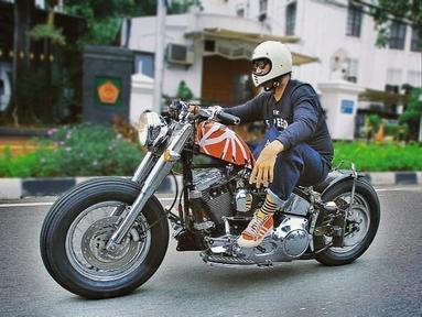 Menjadi artis papan atas membuat Tora memiliki pendapatan yang berlimpah. Tak jarang tora terlihat memiliki beberapa motor gede dan di unggah melalui akun Instagram miliknya. (Liputan6.com/t_orasudi_ro)