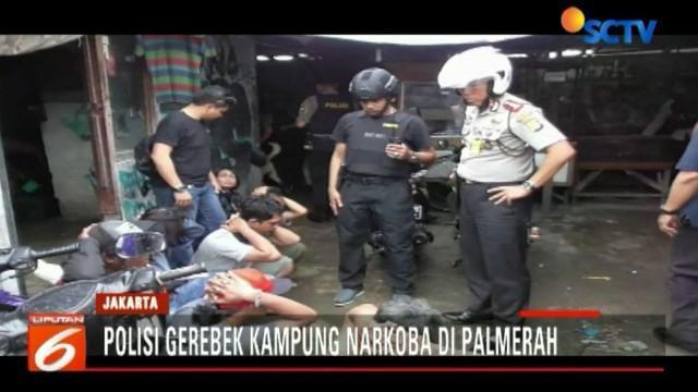Penggerebekan Kampung Boncos dilakukan berkat laporan masyarakat yang resah karena peredaran narkoba di lokasi tersebut kian marak.