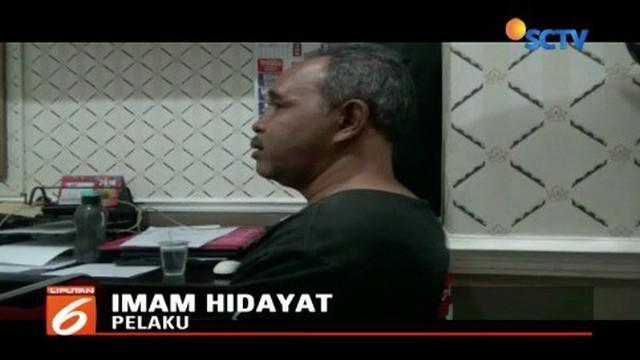 Kurang dari 24 jam, pelaku penyiraman air keras kepada seorang janda di Ponorogo, Jawa Timur, ditangkap polisi. Pelaku yang sudah beristri dan memiliki satu orang anak ini tak terima diputus cinta karena telanjur cinta mati kepada korban.