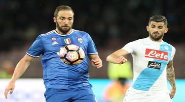 Striker Juventus Gonzalo Higuain tidak berkutik saat menghadapi mantan klub Napoli di Stadio San Paolo, Senin (3/4/2017) dinihari WIB.