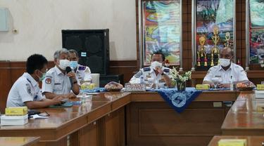 Direktorat Jenderal Perhubungan Darat bersama Komite Nasional Keselamatan Transportasi (KNKT) menggelar rapat koordinasi yang membahas isu keselamatan angkutan barang di Aula Pelabuhan Tanjung Intan, Pelindo 3 Cilacap.