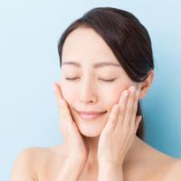 Meski sepele, ini kebiasaan cewek yang bahaya untuk kesehatan kulit. (Sumber Foto: Shutterstock/The List)