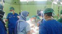 Salah satu bayi kembar siam meninggal dunia usai menjalani operasi pemisahan selama 7 jam (Liputan6.com / Nefri Inge)