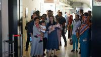 La Lembah Manah akhirnya keluar rumah sakit didampingi Gibran, Selvi, Iriana Jokowi, Kahiyang Ayu, Bobby, dan Sedah Mirah. (Liputan6.com/Fajar Abrori)