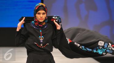 20160311-Membawa Tema Kebudayaan Indonesia, Desainer Vivi Zubedi Ramaikan IFW 2016