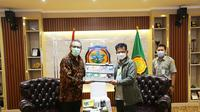 Menteri Pertanian Syahrul  Yasin Limpo (kanan) bersama Kepala Perwakilan IFAD di Indonesia Ivan Cossio Cortez (kiri) di Kantor Kementerian Pertanian, Jakarta, Senin (26/4/2021). (Ist)