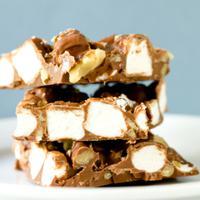 Ini Jadinya Ketika Cokelat, Marshmallow, dan Kacang Bersatu