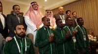Atlet Arab Saudi yang berpartisipasi di test event Asian Games 2018 beramah tamah dengan Duta Besar Arab Saudi untuk Indonesia, Osama bin Mohammed Abdullah Al Shuaibi (empat dari kanan), di Menteng, Jakarta, Selasa (13/2/2018). (Bola.com/Yus Mei Sawitri)