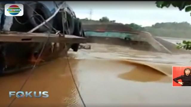 Peristiwa di Sungai Mahakam ini diawali kondisi kapal yang miring.