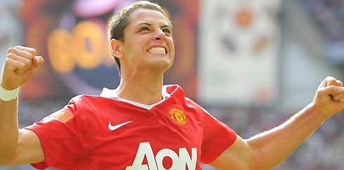 Ekspresi kegembiraan striker muda MU Javier Hernandez setelah mencetak gol kedua timnya ke gawang Chelsea di laga FA Community Shield 2010 yang berlangsung di Wembley Stadium, 8 Agustus 2010. MU unggul 3-1.