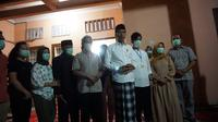 Ibu Presiden Jokowi, Sujiatmi Notomiharjo, meninggal dunia. Jokowi menyampaikan langsung kabar tersebut pada Rabu (25/3/2020) malam.