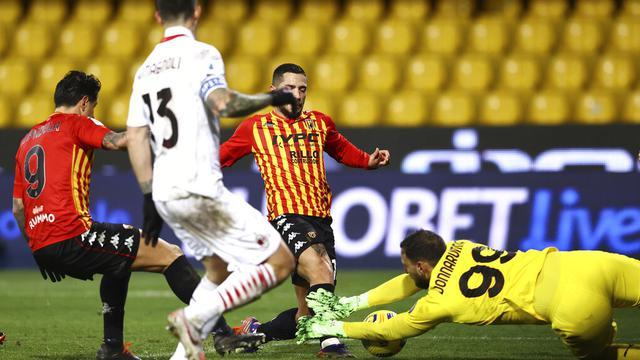 FOTO: Taklukkan Benevento, AC Milan Kembali Puncaki Klasemen Liga Italia