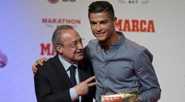 Raih Trofi Marca, Ronaldo Peluk Presiden Real Madrid