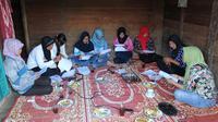Kisah para remaja desa yang konsen terhadap permasalahan perempuan lewat kerja jurnalistik.