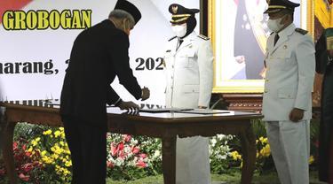Undangan pelantikan Bupati dan Wakil Bupati Sri Sumarni-dr Bambang Pujiyanto, diajak doa bersama untuk pasukan KRI Nanggala 402. (Foto: Liputan6.com/Felek Wahyu)