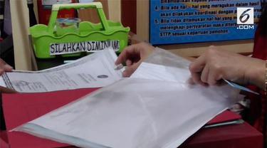 Menjelang dibukanya pendaftaran Caleg yang di mulai pada 4 hingga 17 juli 2018, sejumlah calon legislatif yang akan ikut dalam Pemilukada tahun 2019, ramai ramai Membuat Surat Keterangan Catatan Kepolisian (SKCK)/ di Mapolresta Solo, Jawa Tengah.