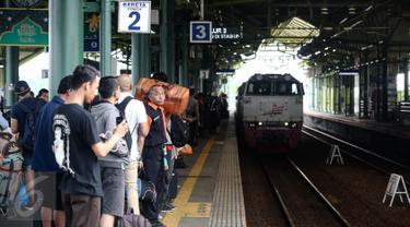 20160628-H-8 Lebaran, Suasana Mudik Mulai Terasa di Stasiun Gambir-Jakarta