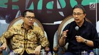 Mantan Kepala Humas PGI Jeirry Sumampow (kanan) bersama Anggota Baleg DPR F-PPP Achmad Baidowi saat diskusi di Jakarta, Selasa (30/10). PGI mengkritik pasal 69 dan 70 dalam RUU Pesantren dan Pendidikan Keagamaan. (Liputan6.com/JohanTallo)