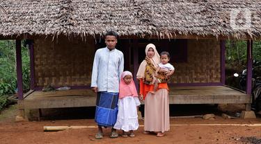 Aldi yang berganti nama muslim menjadi Hamid Bambang Kusomo (28) saat ditemui di pemukiman mualaf yang berbatasan dengan daerah adat Baduy. Komunitas Adat Suku Baduy selama ini dikenal sebagai penganut kepercayaan Sunda Wiwitan. (Liputan6.com/Herman Zakharia)