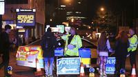 Pasca ledakan terjadi, suasana Manchester, tempat berlangsungnya konser dan terjadinya ledakan bom menjadi sepi. Hanya ada pihak kepolisian yang bertugas menjaga keamanan. (APexchange/Bintang.com)