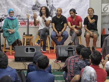 Kaka Slank menjadi narasumber dalam acara Halal Bihalal sekaligus Hari Anti Narkotika Internasional (HANI) di Markas Slank, Jakarta, Rabu (27/6). Personel Slank mengungkapkan proses mereka lepas dari jeratan kecanduan narkoba. (Liputan6.com/Faizal Fanani)