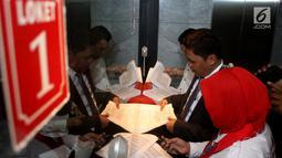 Advokat Cinta Tanah Air (ACTA) mendaftarkan permohonan uji materi UU Informasi Teknologi Elektronik (ITE) ke Mahkamah Konstitusi, Jakarta, Senin (18/9). Uji materi ini karena prihatin banyak aktivis yang terjerat masalah hukum. (Liputan6.com/Angga Yuniar)